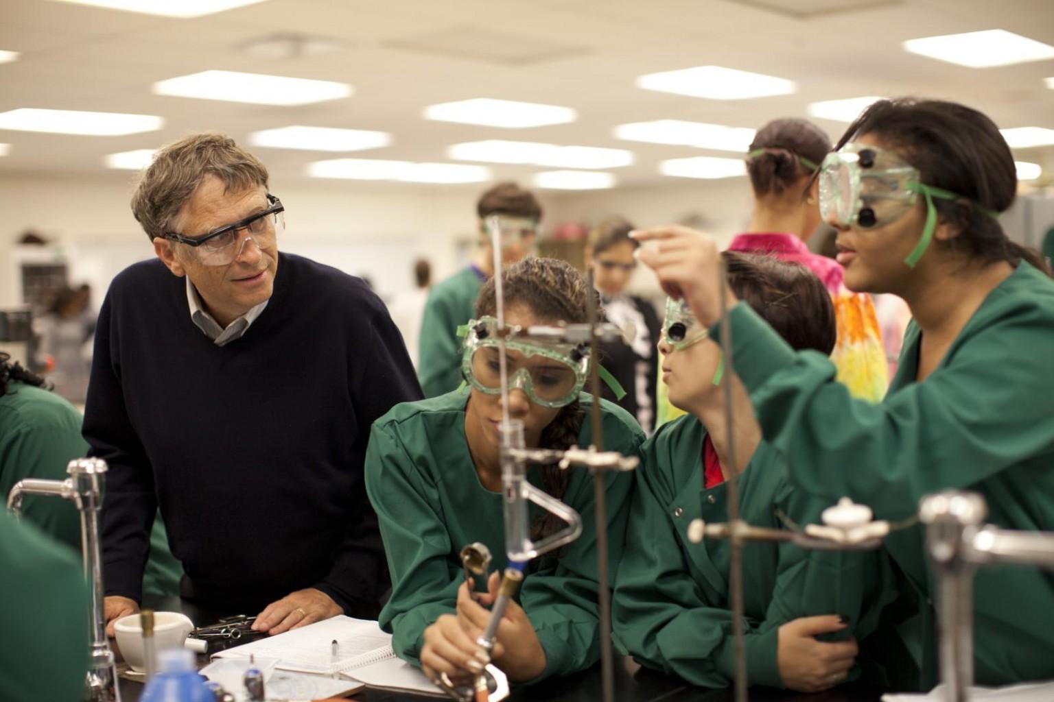 Análisis muestra cómo Bill Gates influye en la política educativa