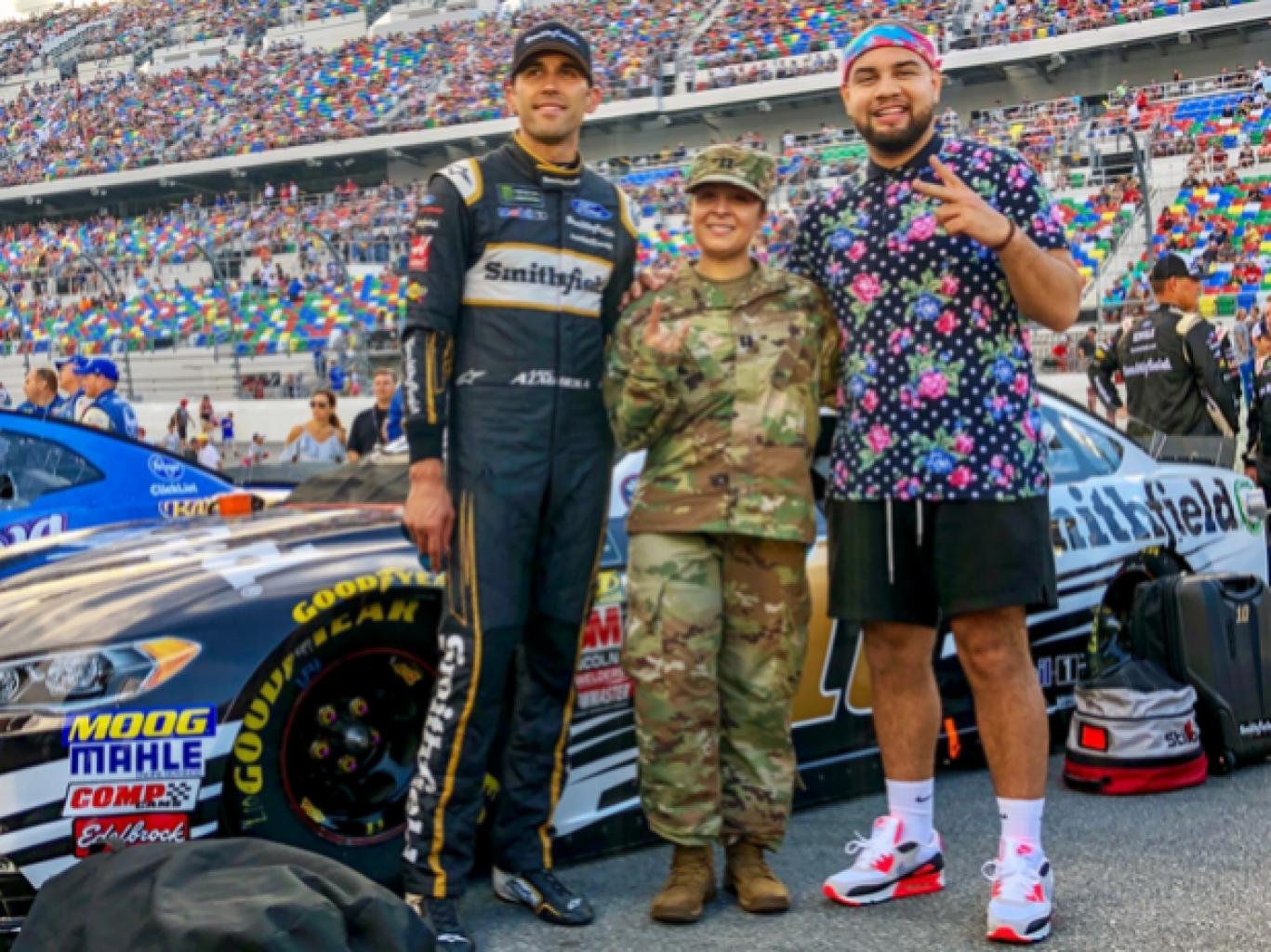 NASCAR recluta a LeJuan James para conectar con los Millennials latinos