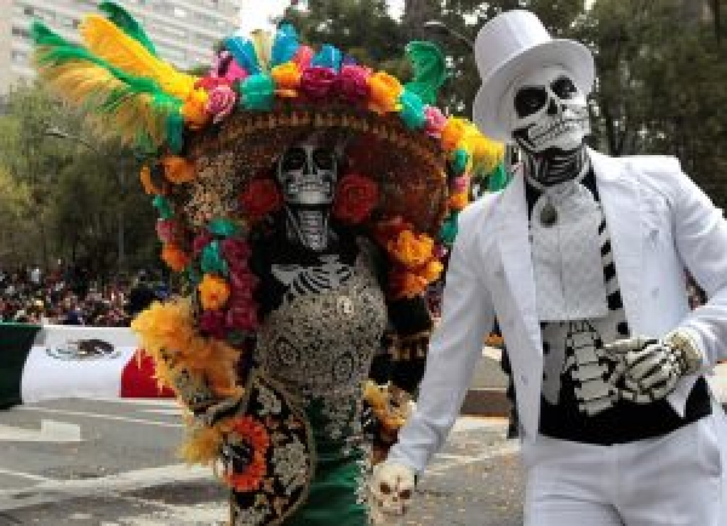 """Multitudinario desfile """"Día de Muertos"""" dedicado a la migración"""