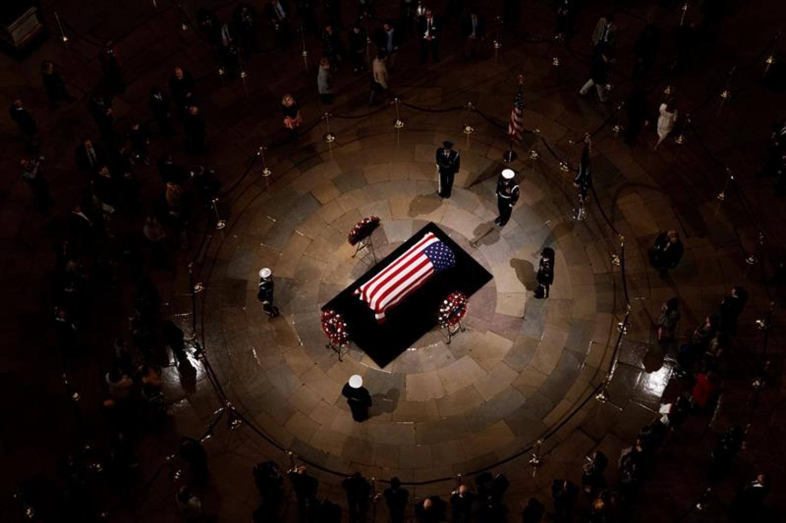 """El país despide a Bush,  el líder que halló """"el espacio común"""" que ahora falta"""