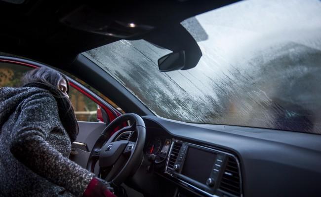 No dejes que  el frio  te empañe la vista al conducir