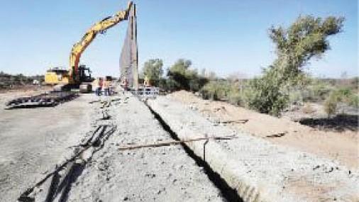 ¿450 millas de muro fronterizo para el próximo año? Comienza en Arizona