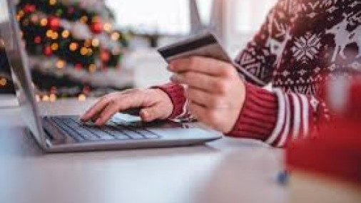 4 Ways to Protect Yourself From ID Theft This Holiday Season