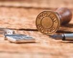 ¿Es necesario tener un notario presente cuando les pague?