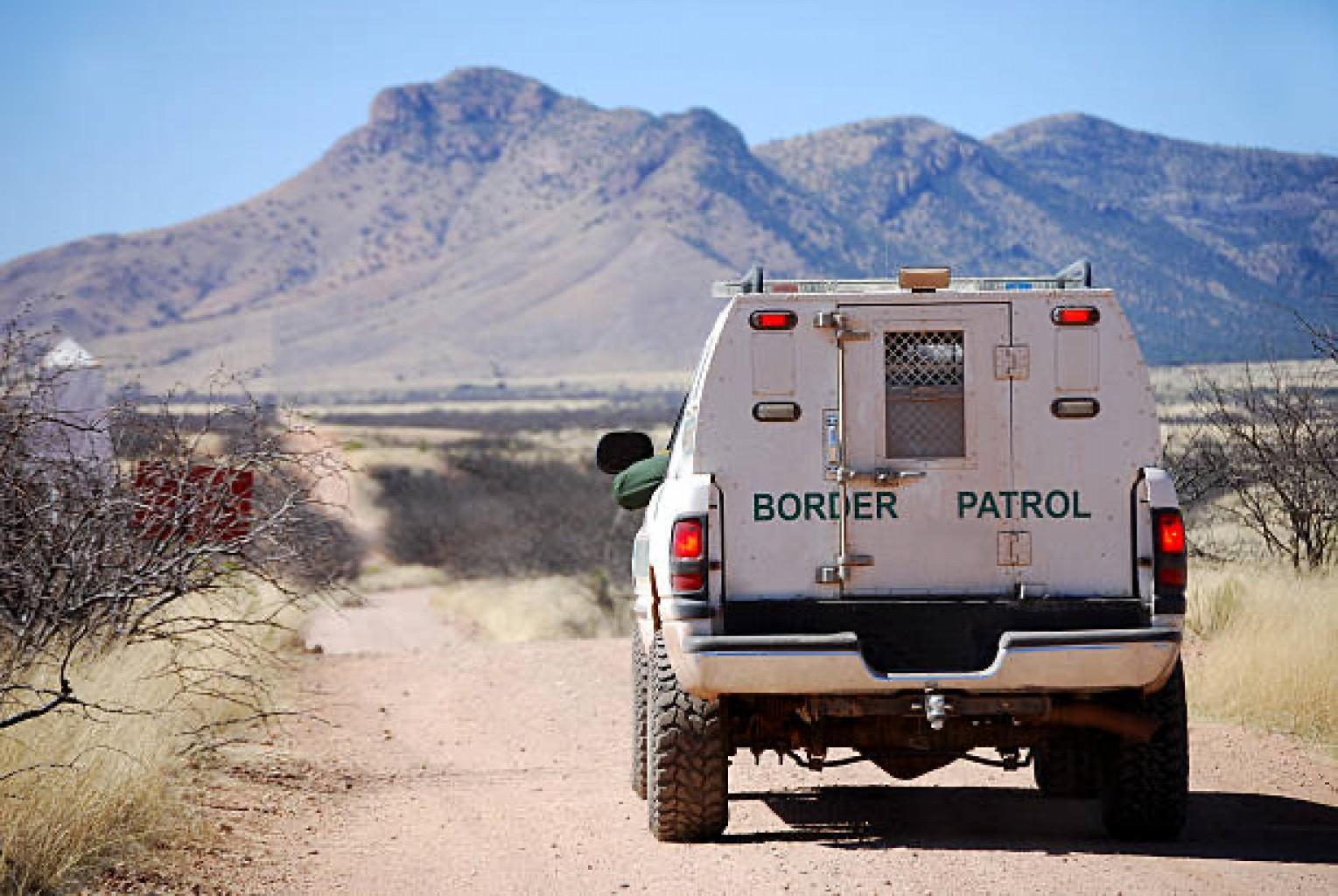 Las detenciones fronterizas caen 8 meses seguidos