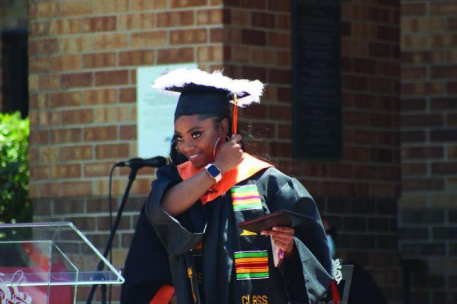 Setenta y seis graduados Obtuvieron con éxito el Sello de Bilingüismo