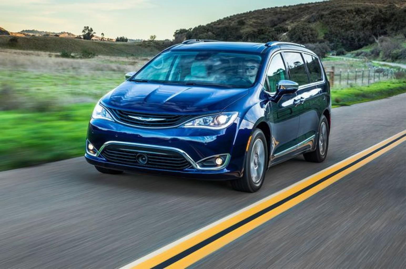 Por riesgos de incendio, Fiat Chrysler debe retirar las minivan Pacifica Híbridas
