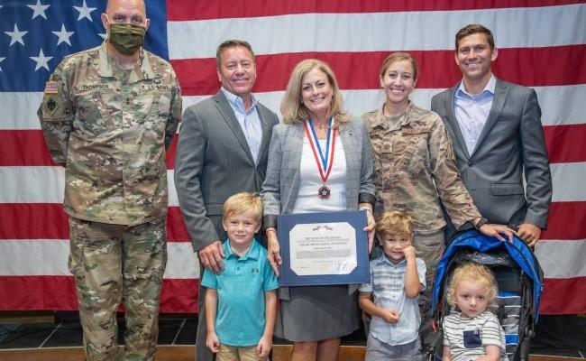 """Reconocida con la """"Medalla de la Libertad de Oklahoma"""""""