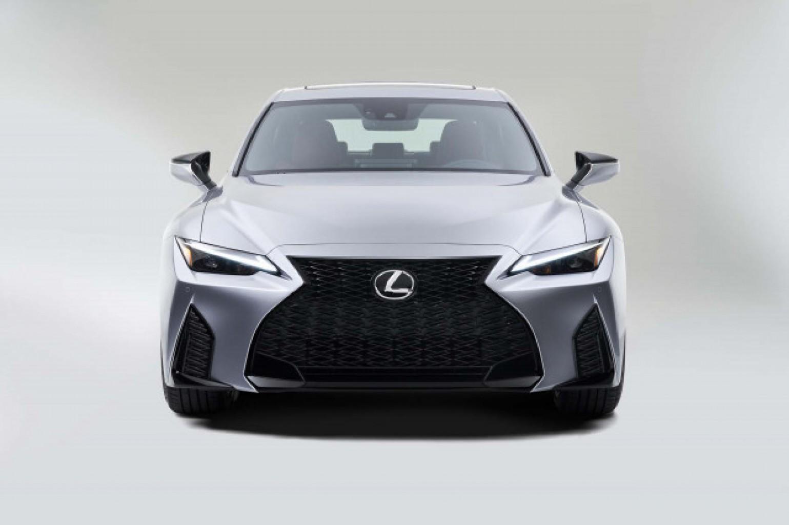 Con algunos cambios exteriores, Lexus dio a conocer el nuevo IS del 2021