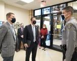 KevinStitt y el CEO de INTEGRIS Health Timothy Pehrson Se unieron para instar la donación de plasma