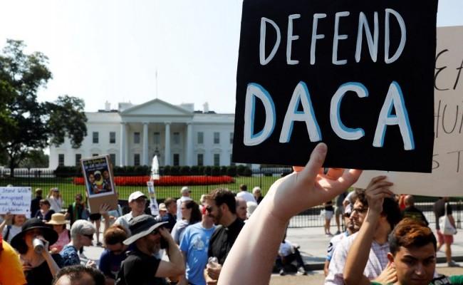 EEUU aprueba primeras solicitudes al DACA en años