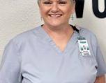 Mujer Enid fomenta la concientización sobre los senos después de enfrentar el cáncer