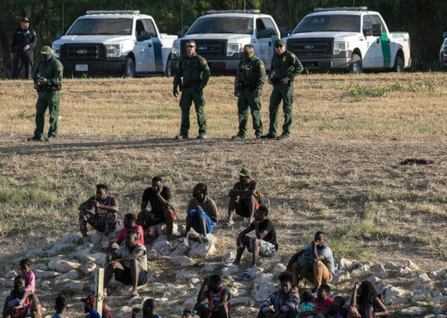 """Pautas para la aplicación de las leyes civiles de inmigración""""."""