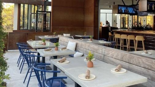 Miles de restaurantes podrían cerrar sin apoyo para extender las comidas al aire libre.